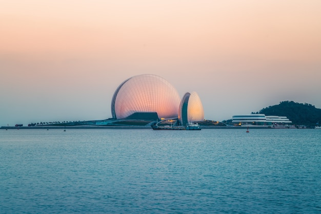 Wybrzeże zhuhai krajobraz architektoniczny riyuebei grand theatre
