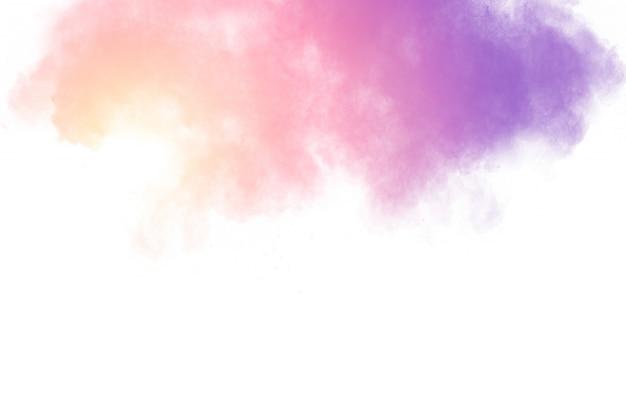 Wybuch różowego proszku. różowy rozprysk pyłu. rozpoczęto kolorowe cząstki
