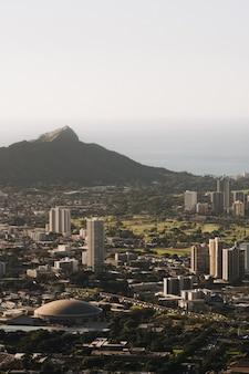 Wychodzący widok honolulu na hawajach w usa w ciągu dnia