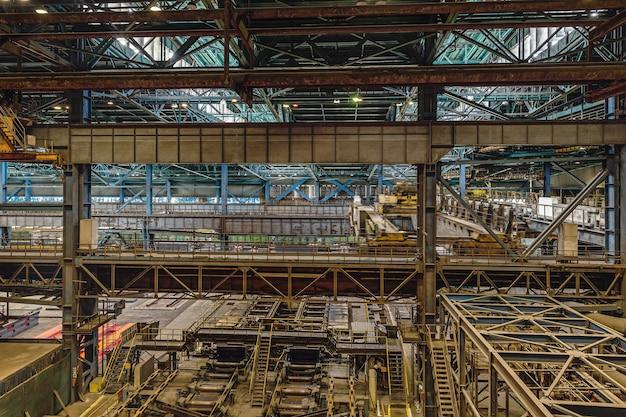 Wycieczka do zakładu metalurgicznego evraz zsmk. zobacz w dół na panoramę produkcji.