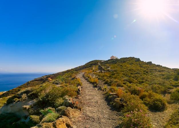 Wycieczkuje ślad od oia fira w santorini, grecja
