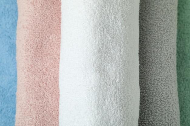 Wyczyść wielokolorowe zrolowane ręczniki, zamknij