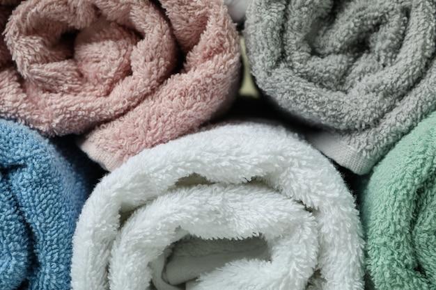 Wyczyść zwinięte ręczniki w całości, zamknij