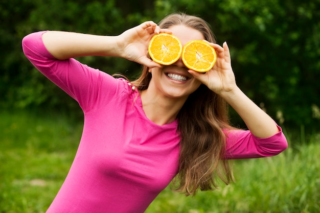 Wygłupiać się z pomarańczami