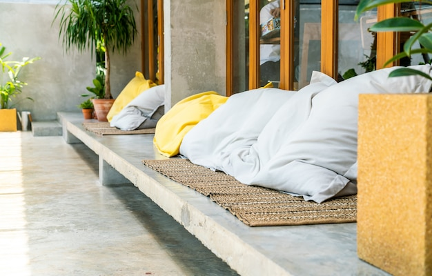 Wygodna poduszka na sofie