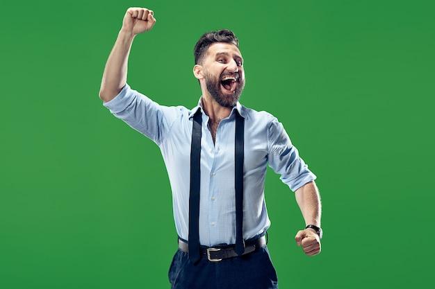 Wygrałem. zwycięski sukces szczęśliwy człowiek świętuje bycie zwycięzcą.