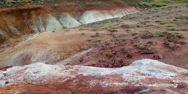 Wygryziony kolorowy wulkaniczny bogaty żleb