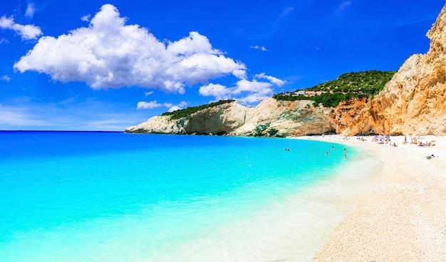 Wyjątkowa przyroda i niesamowita plaża porto katsiki na lefkadzie. jońska wyspa grecji