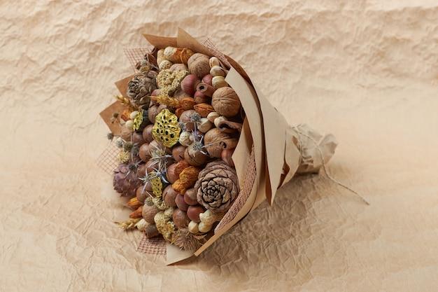Wyjątkowy bukiet różnych rodzajów orzechów jako oryginalny prezent