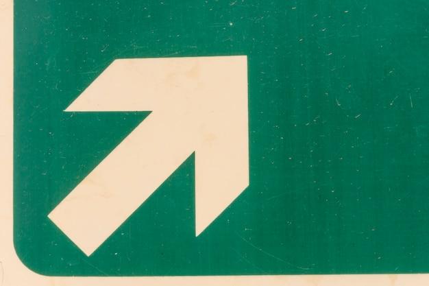Wyjście metra znak strzałki na zielono