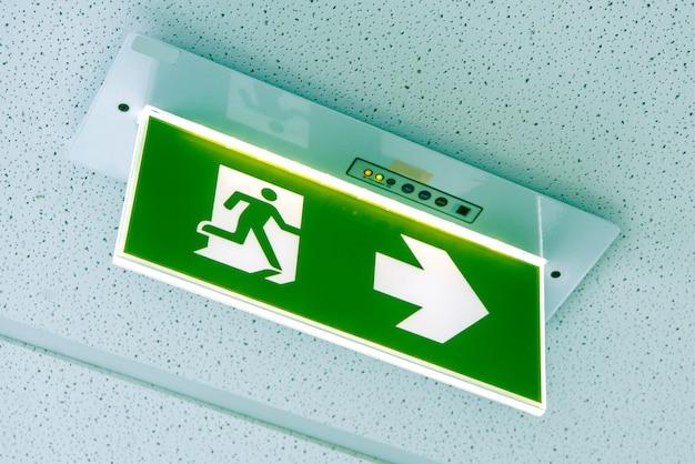 Wyjście ogniowe, zielony znak wyjścia awaryjnego
