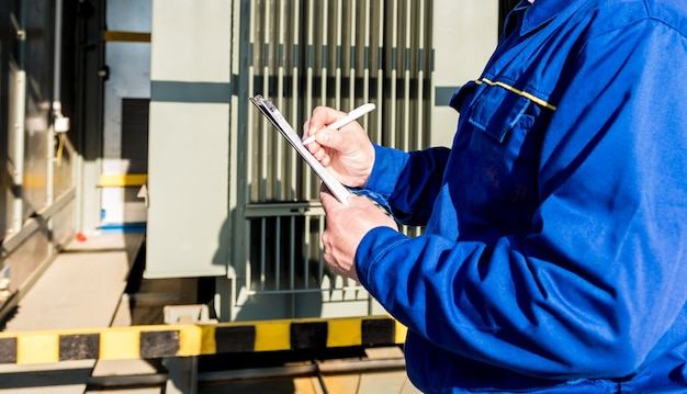 Wykonanie elektrycznych prac pomiarowych na transformatorze mocy
