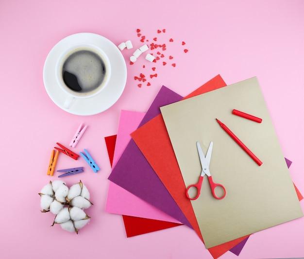 Wykonanie ręcznie robionej karty z pozdrowieniami valentine