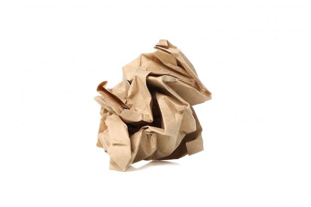 Wykonuje ręcznie papierową piłkę odizolowywającą na białym tle, zamyka up