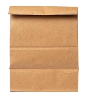 Wykonuje ręcznie papierowego pakunek dla jedzenia na białym tle
