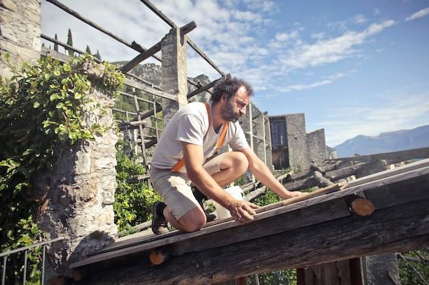 Wykonywanie dachu budynku