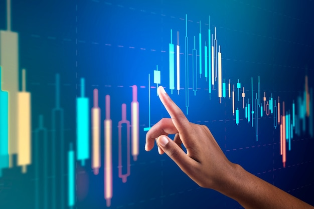 Wykres giełdowy na wirtualnym ekranie z cyfrowym remiksem kobiecej ręki