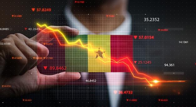 Wykres opadający przed flagą senegalu. pojęcie kryzysu