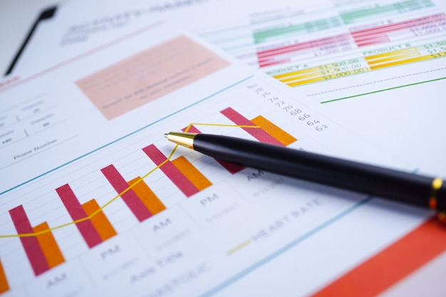 Wykres papier milimetrowy. finansowe, konta, statystyki, gospodarka danych analitycznych badań, busines