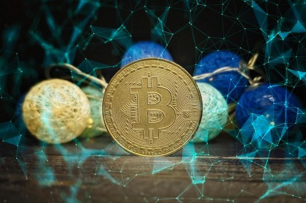 Wykres techniczny bitcoina w futurystycznej koncepcji. złote bitcoiny stojące na płytce drukowanej, koncepcja kryptowaluty.