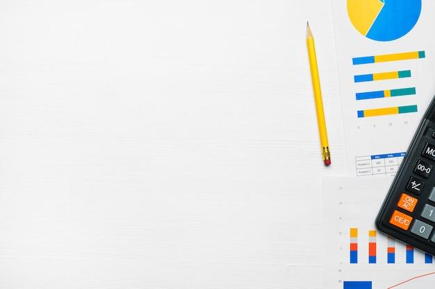 Wykresy koncepcyjne i raporty z kalkulatorem i widokiem z góry przestrzeni kopii.