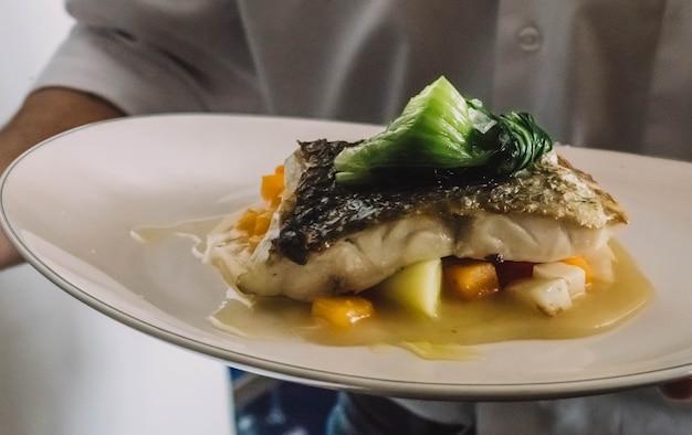 Wykwintny filet z morszczuka w eleganckiej restauracji?