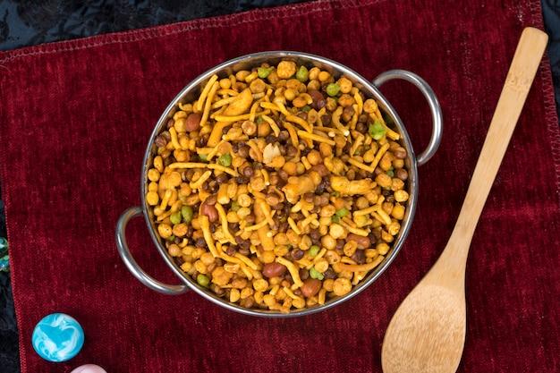 Wymieszaj jedzenie namkeen
