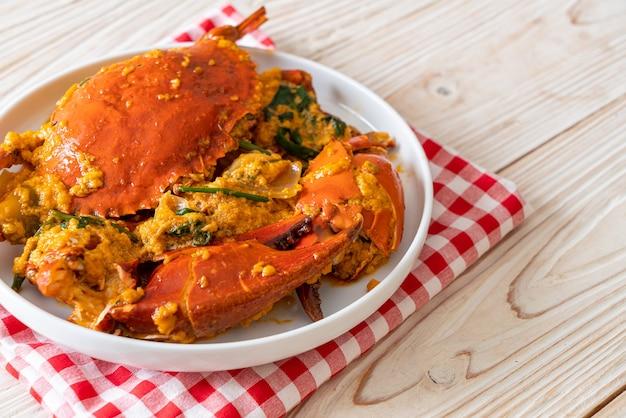 Wymieszaj smażony krab z curry - styl owoce morza