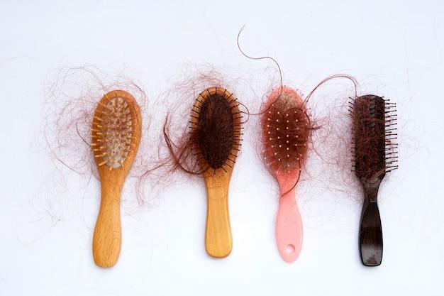 Wypadanie włosów w grzebieniach