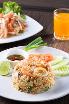 Wypalany ryż z krewetkami