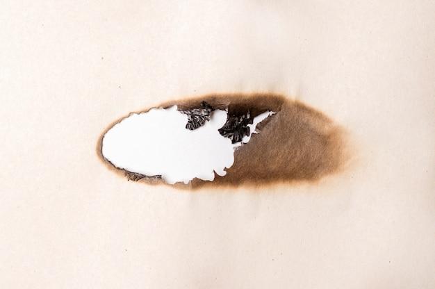 Wypalone miejsce do pisania na papierze