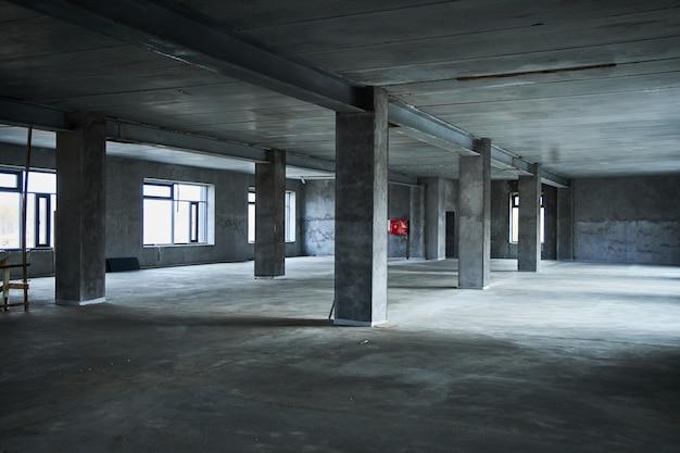 Wypełnienie podłogi betonem