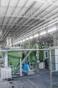 Wyposażenie fabryczne do przetwarzania i recyklingu butelek plastikowych. zakład recyklingu pet