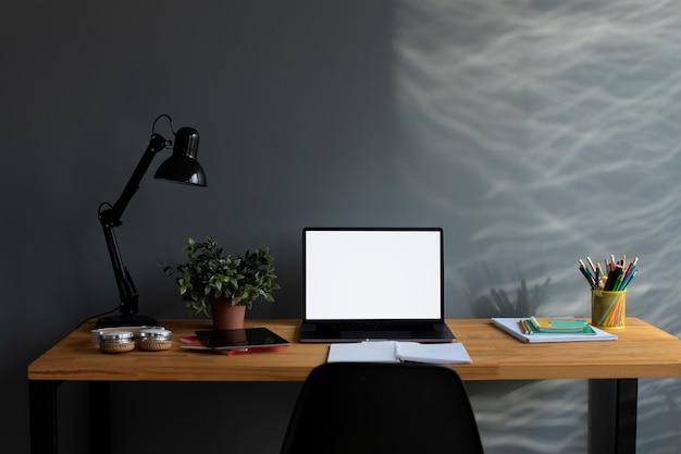 Wyposażenie szkoły online w domu