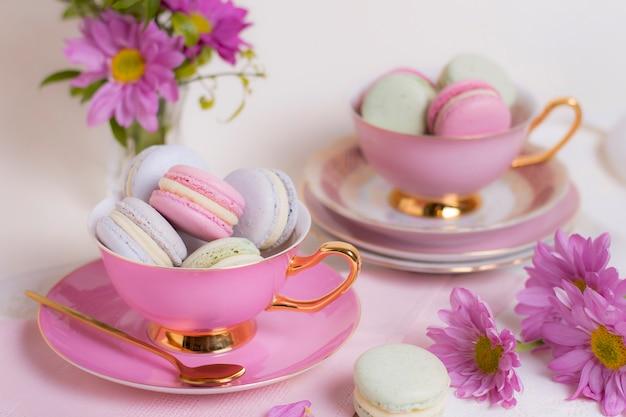 Wyrafinowana kompozycja elementów tea party