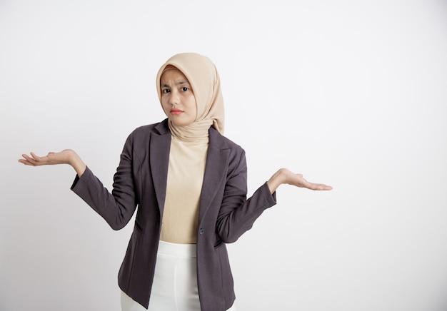 Wyrażenie młodych przedsiębiorców nie zna otwartych ramion, pojęcie pracy biurowej na białym tle