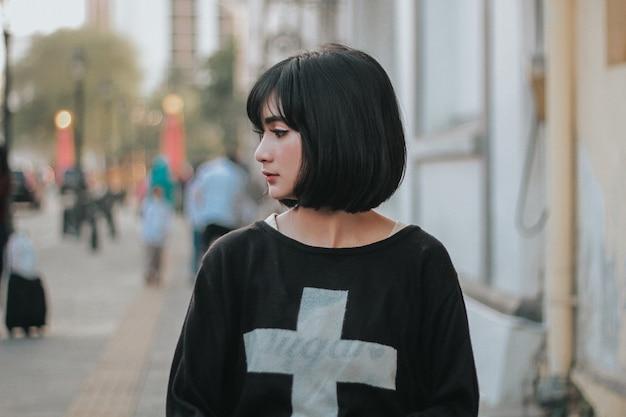 Wyrażenie piękna dziewczyna w photoshot