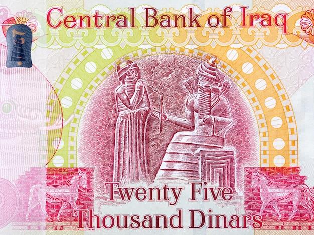 Wyrzeźbienie kodeksu króla hammurabiego z irackich pieniędzy