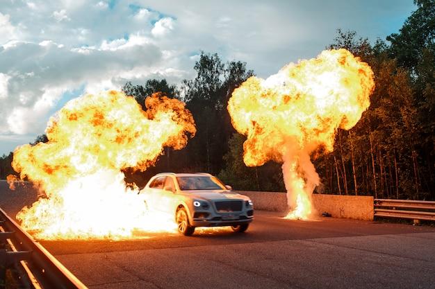 Wyścigi uliczne i film wybuchowy