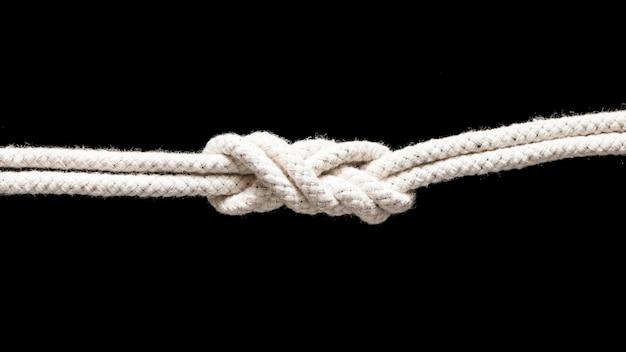 Wyślij białe liny związane węzłem