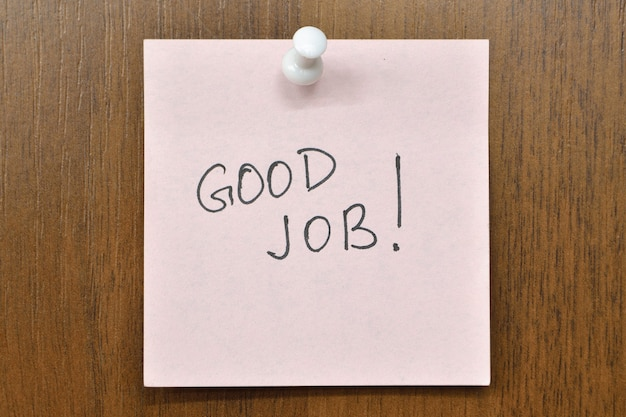 Wyślij Wiadomość Z Good Job! Wyrażenie Premium Zdjęcia