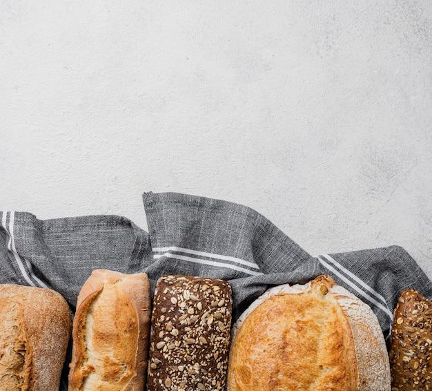 Wyśmienicie biały i pełnoziarnisty chleb kopiować płasko