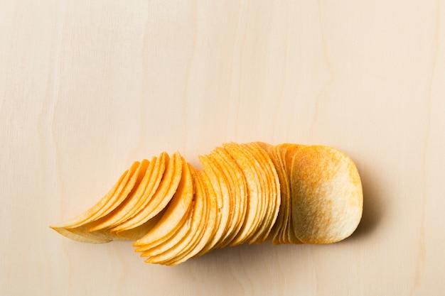Wyśmienicie chipsl na stołowym zakończeniu