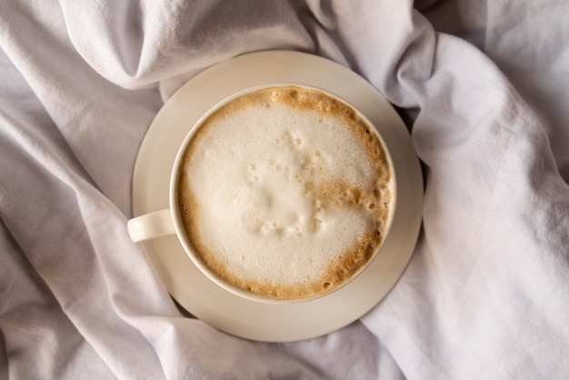Wyśmienicie filiżanka kawy z śmietanką