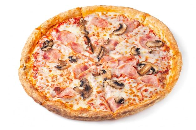 Wyśmienicie gorąca pizza w pudełku z baleronem.