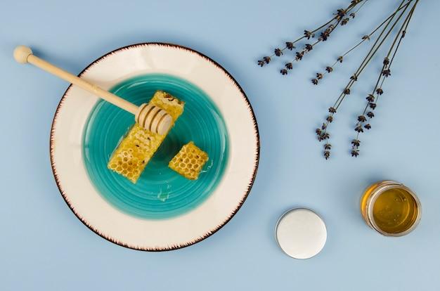 Wyśmienicie honeycomb na półkowym odgórnym widoku