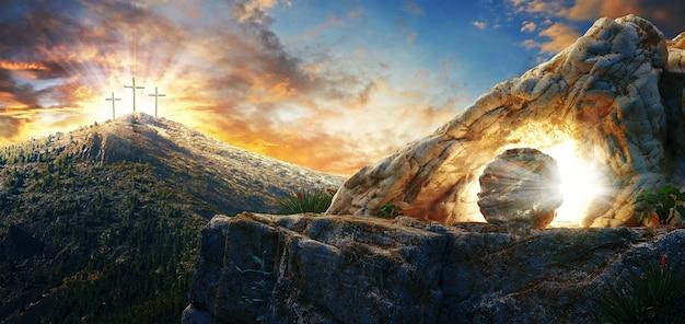 Wysoka rozdzielczość. koncepcja niedziela wielkanocna: pusty grób kamień z krzyżem na wschód słońca na łące. renderowanie 3d