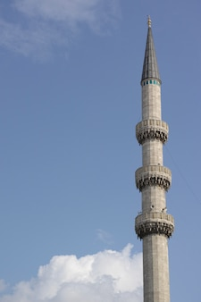 Wysoka wieża z tarasem