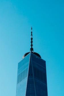 Wysoki budynek biznesowy
