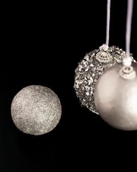 Wysoki kąt bożonarodzeniowe globusy